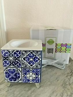 SCENTSY INDIGO TILE WARMER FREE SHIPPING Blue White NEW