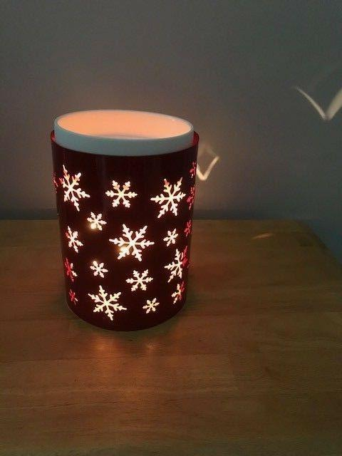 snowburst warmer wrap red snowflakes new in